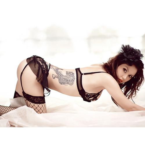 致命危機!性感蕾絲三點式內衣褲組 – AV女優小澤瑪利亞代